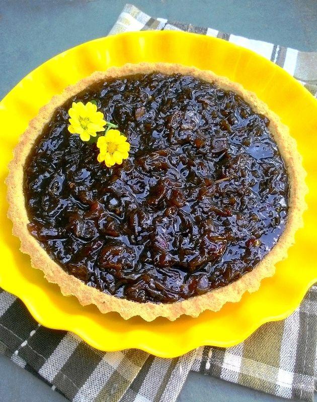 Torta de cebolas caramelizadas com base de grão de bico (calorias reduzidas, sem glúten)
