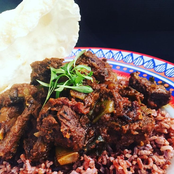 The best beef curry I have ever cooked served with brown Sri Lanka  rice and deep fried pappadam #curry #spice
