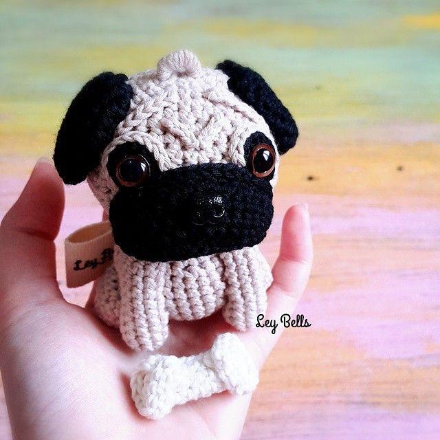 FREE Pug Amigurumi Pattern by The Crochet Jar | Brinquedos de ... | 640x640