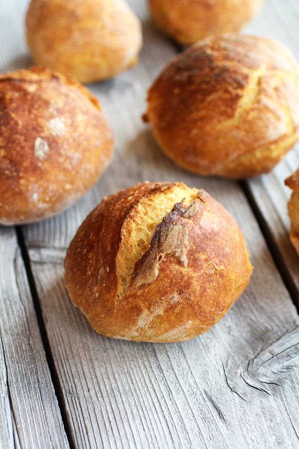 Seriously, it's embarrassingly easy. Have you ever walked into a house and smelled fresh baking bread? Oh my gosh, if you are nodding your head no right now than it is time to change that. Like rig...