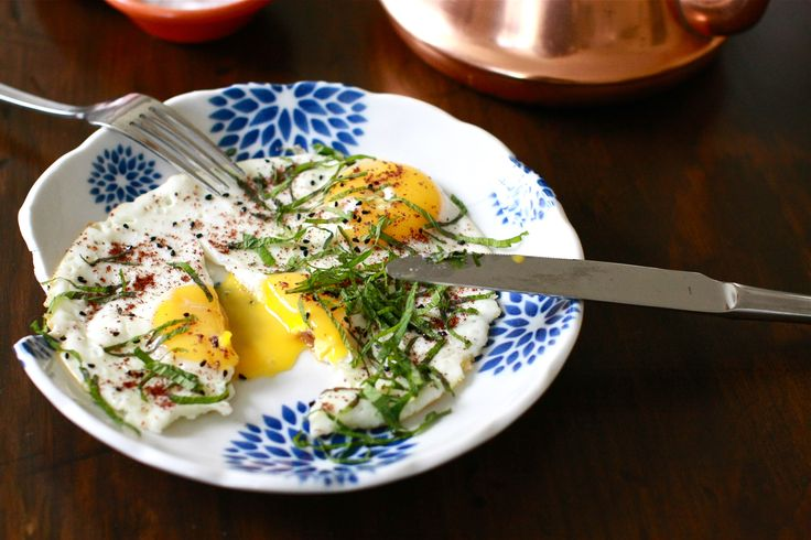 Arabic fried eggs with sumac, nigella seeds and fresh mint | Wandering Spice