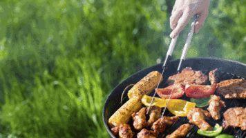 Marináda má chuť masa podpořit, nikoli přebít, míní šéfkuchař Grill Akademie Weber Lukáš Vokrouhlík. Naložené maso bude připraveno na gril během půl hodiny.