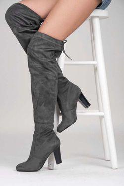 Vysoké boty Stehno https://cosmopolitus.eu/product-cze-90492-VYSOKE-MUSKETYRKY.html #Kozacky #stylove #zeny #levne #modní #robustní #promotions