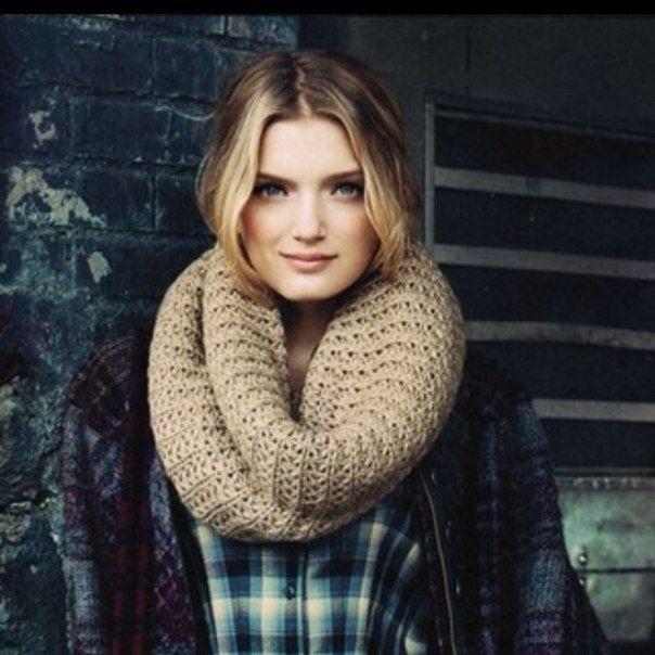 Шарф-снуд (76 фото): круглый шарф и его названия - хомут, труба и восьмерка, как надевать и носить правильно на голове и шее