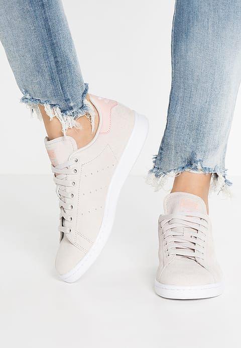 Baskets basses adidas Originals STAN SMITH  - Baskets basses - pearl grey/white/vapour pink gris: 109,95 € chez Zalando (au 19/11/16). Livraison et retours gratuits et service client gratuit au 0800 915 207.