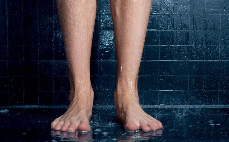 Een kalknagel is een veelvoorkomend probleem bij mannen en vrouwen. Het begint met kwetsbare gebroken nagels en verandert in verkleurde nagels waar u zich voor schaamt. Maar er is een makkelijke behandeling om je nagel te herstellen.