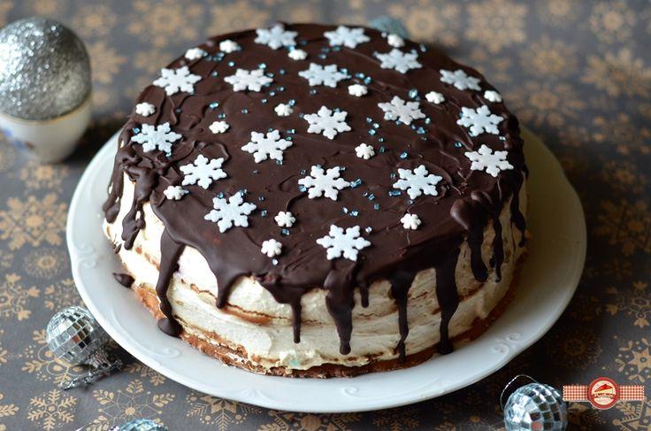 Tortul+cu+foi+de+turta+dulce+a+aparut+intr-o+sclipire+de+moment.+Ma+apucasem+sa+fac+o+tura+de+turta+dulce+cand+mi-a+trecut+prin+cap+ideea+foilor+de+tort.  Imediat+am+facut+foile+si+le-am+umplut+intr-o+nota+de+iarna.+A+iesit+un+tort+delicios+pot
