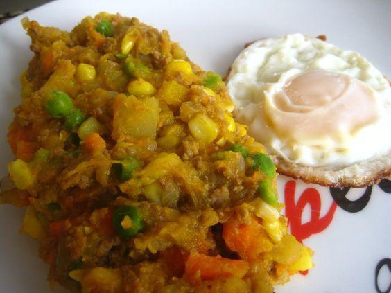 El charquicán es una comida típica Chilena, que usualmente se prepara en la época de invierno por su alto contenido calórico. Es básicamente un guiso a base de carne, papas, zapallo,porotos verdes, choclo.