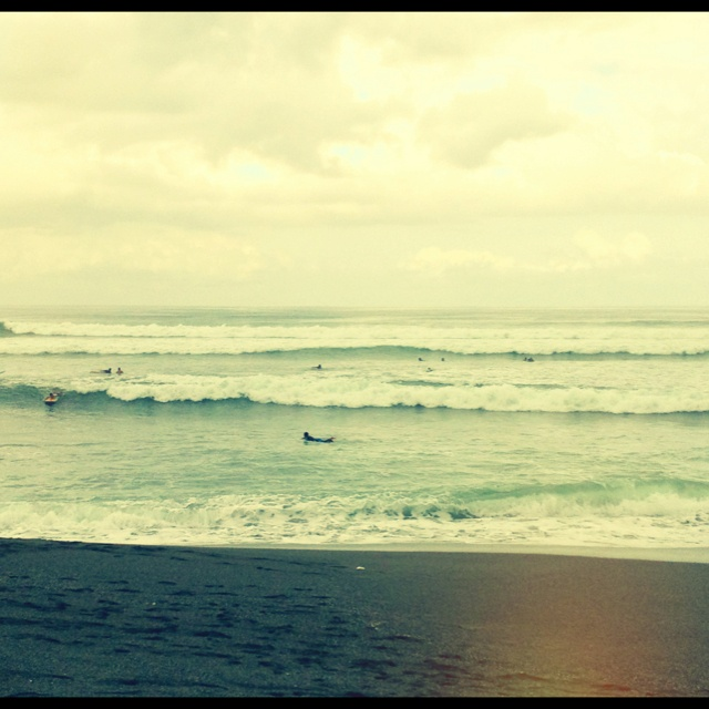 Swell is picking up this week. This morning was mostly plunging waves. Not a surfers favorite.