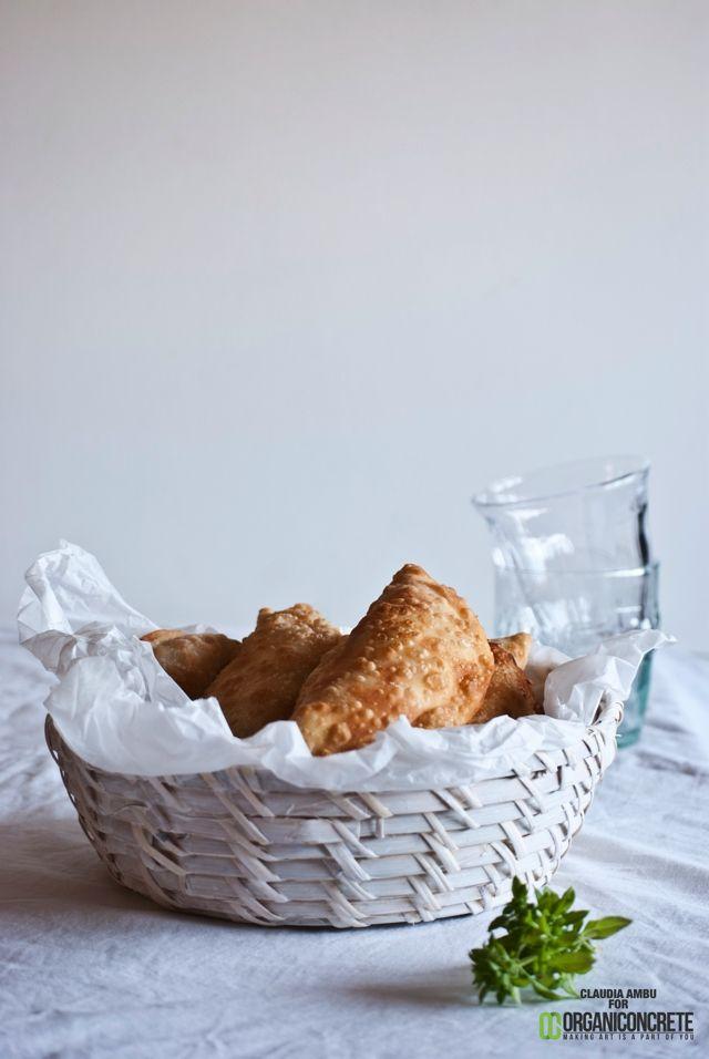 Sunday cooking: Ravioli fritti con ripieno di ricotta pomodori arrosto e olive