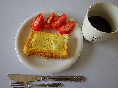 29.05.21 日曜日の朝 フレンチトーストチーズのせ - 出稼ぎ親父の食べ物日記 | クックパッドブログ