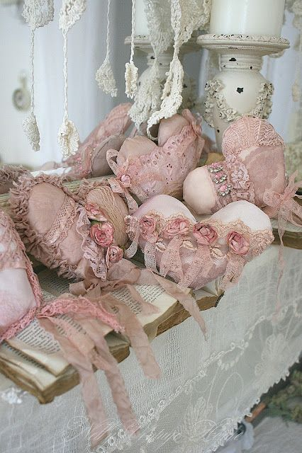 wouldn't a bowl or basket of all of these vintagy fabric hearts look wonderful in your home?  What a great use of old lace, doilies, buttons.