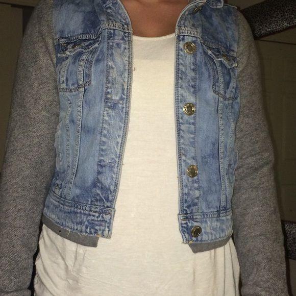 American eagle jean jacket hoodie Great condition American Eagle Outfitters Jackets & Coats Jean Jackets