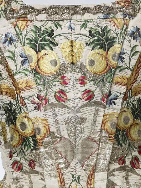 Gown belonging to Ann Fanshawe, who was the eldest daughter of the newly appointed Lord Mayor of London,Crisp Gascoyne. He was sworn into office in November 1752. She acted as Lady Mayoress in place of her deceased mother.