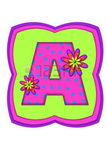 La letra A en el conjunto de alfabeto de Daisy Daze es de color rosa vivo con lunares verde azulado  Foto de archivo