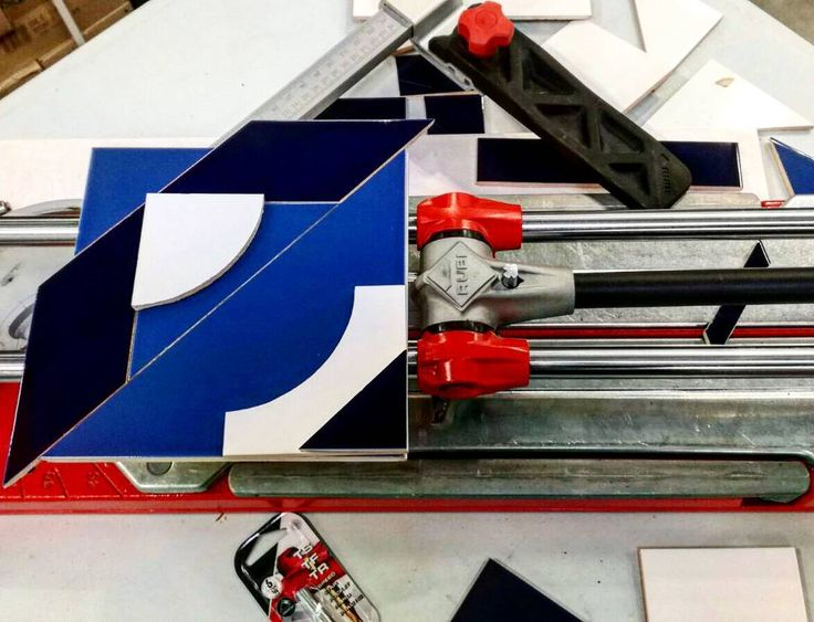 Tag yourself or who you think is able to this piece of art! Thanks to our  demonstrator ! #Redpower . . . #mondaymotivation #art #time2tile #tiling #tile #tilecutter #tools #construction #building #housing #bathroom #ceramics #tradeday #trade #demonstration #carreaux #carrelette #tradesman #chantier #artisan #igers