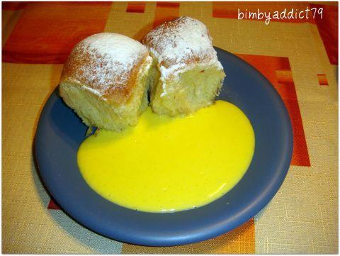 Briciole di montagna: Buchteln con salsa alla vaniglia (Alto Adige)