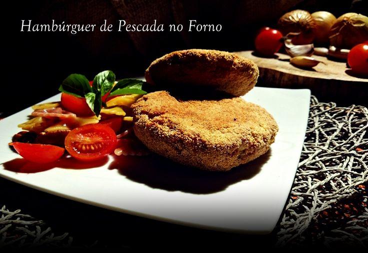 Veja como fazer estes hambúrgueres de pescada no forno, através deste link: http://cozinharomatica.blogspot.pt/2014/09/hamburger-de-pescada-no-forno.html