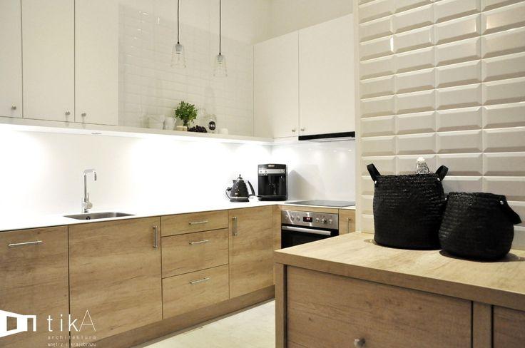 Kuchnia w stylu skandynawskim, skandynawska kuchnia, drewniane meble do kuchni, białe ściany w kuchni. Zobacz więcej na: https://www.homify.pl/katalogi-inspiracji/29883/8-kuchni-w-8-roznych-stylach