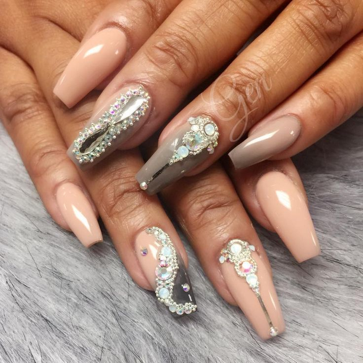 """108 Likes, 2 Comments - @nails_bygen on Instagram: """"#FiinaNails_ByGen #LoveWhatIDo #DoWhatILove #NailArtWow #3DFlower #Glitter #GucciFiina…"""""""