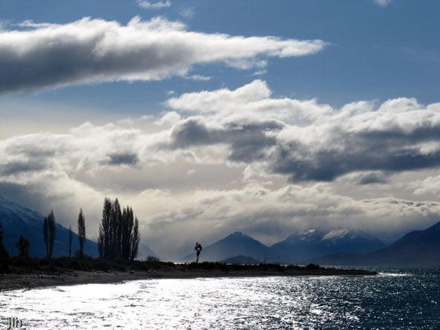 We have been in the South Island this last week and this shot is from Lake Wakatipu, Queenstown near Mount Nicholas Station (ranch). Usually the photos we post are taken by Jennifer but this is one of David's.