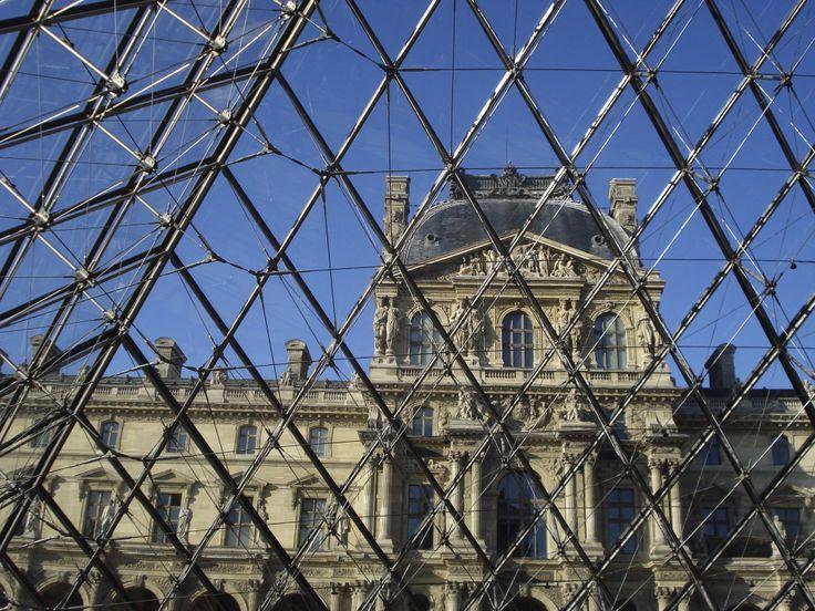 Pirámide del Louvre, París. I.M. Pei
