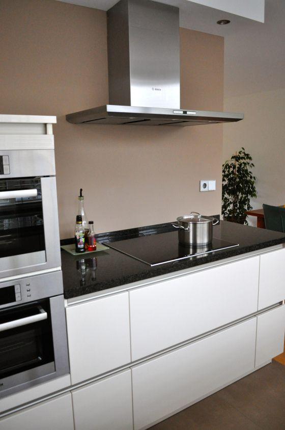 Rvs schouw op taupe muur stylist en interieurontwerper huis pinterest - Muur wit en taupe ...