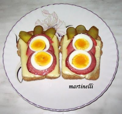 Sajtos, szalámis, tojásos melegszendvics