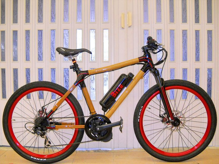 The Bize Bamboo by Graziantonio Oriolo. Natural handmade bamboo frame with mid-drive bldc motor by 8fun Bafang and li-ion 36v 10.4Ah. Roxshox bomber suspension. Avid disk brake system. 8v.
