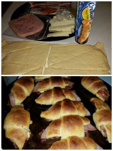 Cuernitos:  queso, jamon, tocino y chipotle.