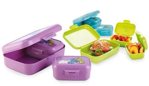 Come trasportare in modo semplice e sicuro il #pranzo o la #merenda, a #scuola, in #gita ...?! Scopri i coloratissimi e simpaticissimi #contenitori della #linea #Dino di #Tescoma, perfetti per i tuoi #bambini, realizzati in speciale materiale plastico di alta qualità e disponibili in diversi formati a seconda dell'#alimento da trasportare.  http://www.cucinaincasa.com/tescoma-porta-panino-dino-4251.html