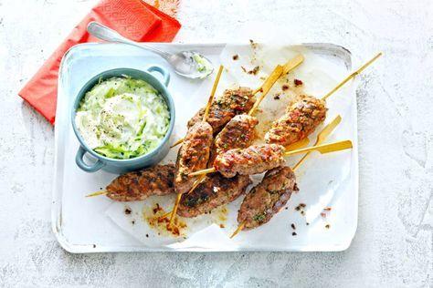 Weer eens wat anders dan een sateetje: een gehaktspies met Griekse kruiden en spek.- Recept - Allerhande