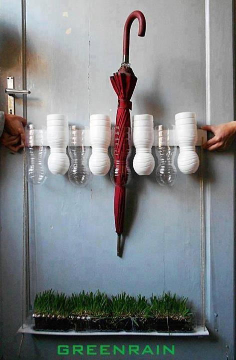 porte parapluie en bouteilles de plastiques et r cup ration d 39 eau avec pelouse diy. Black Bedroom Furniture Sets. Home Design Ideas