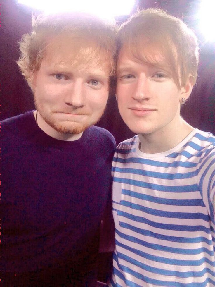 Ed Sheeran and Luke Cutforth (he's a youtuber) THERE IS SO MUCH GINGERNESS IN THIS PICTURE