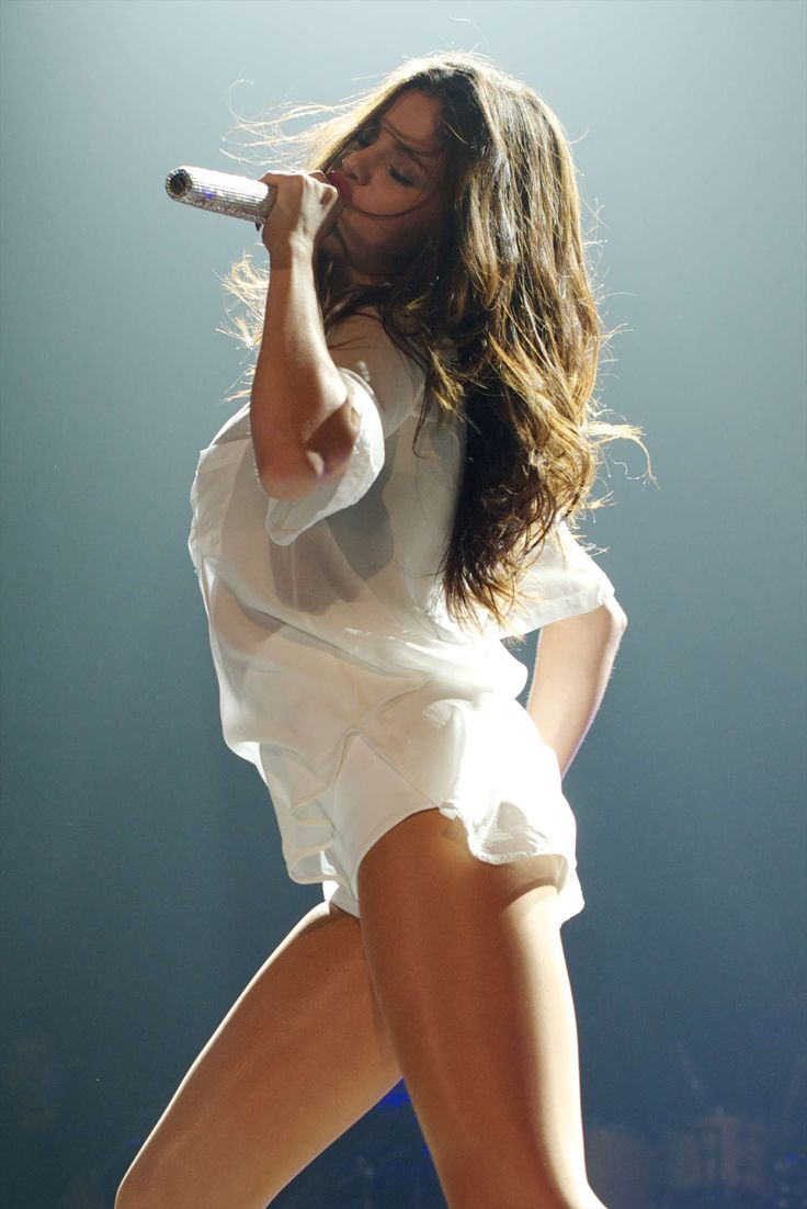 Selena Gomez Hot Concert Photos: Stars Dance Tour in Spain ...