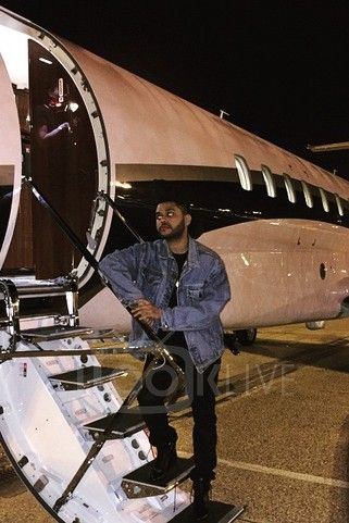 The Weeknd - Posing outside the airplane