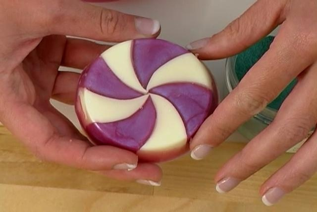 Anne-Marie teaches a creative and advanced melt and pour technique. In this episode, the Soap Queen makes some soapy candy that look so good you'll want to sneak a nibble!Are you a blogger