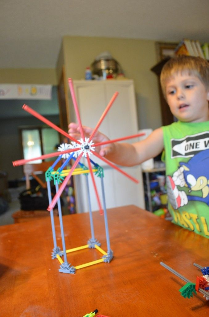Build a working windmill with the K'NEX 52 Model set!