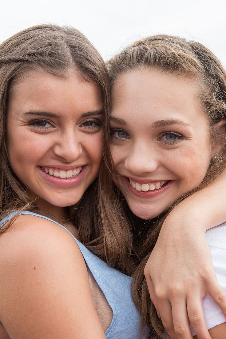 Loving this photo of Kalini Hilliker and Maddie Ziegler of Dance Moms!