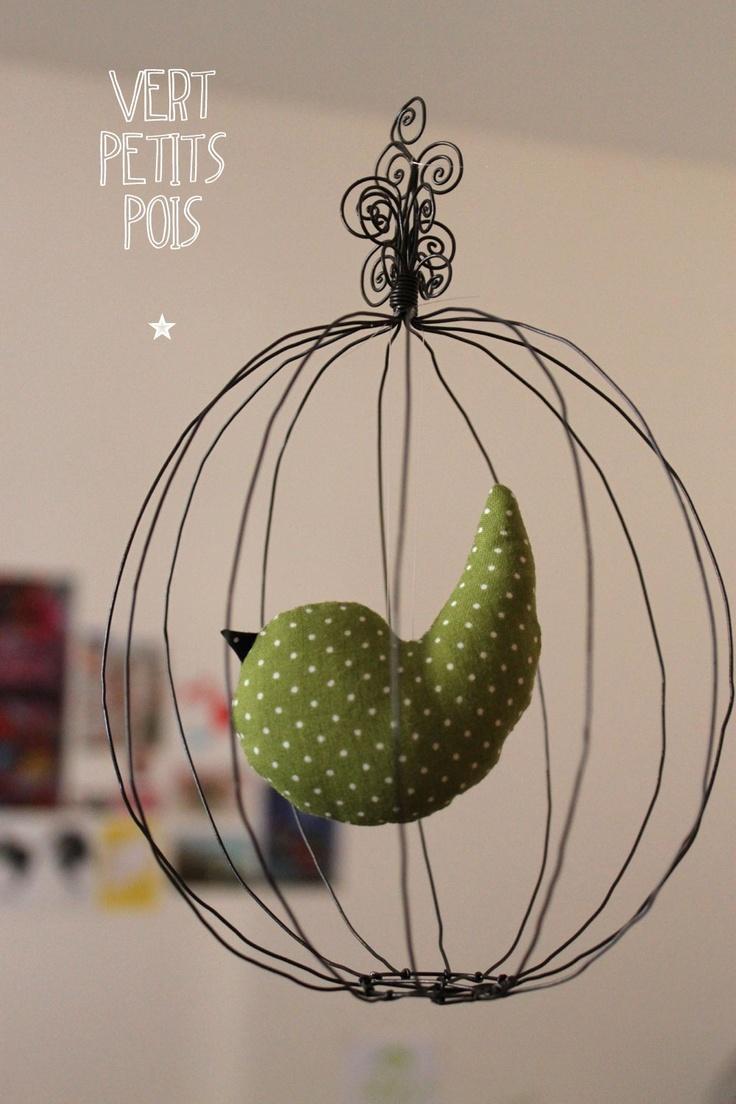 """ZOZIO : Petit mobile poétique en fil de fer """"Vert Petits Pois"""""""