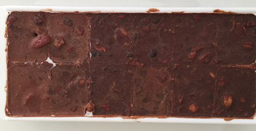 Home made chocolate in ice cube mould #chocolate #homemade #superfood #cacao #rawcacao #madirobinson