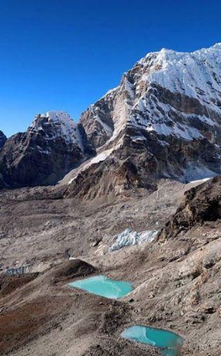 Une de nos plus belles aventures: trekking jusqu'au camp de base de l'Everest! Photo prise du sommet du Kala Patthar à 5 643 mètres.