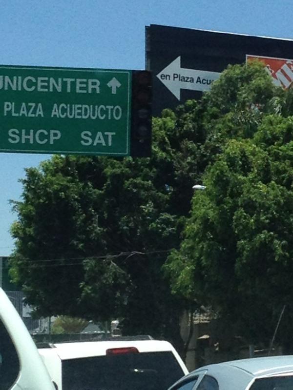 No funcionan los semáforos de acueducto en el cruce de chedraui! Urge!!! Apagados!  22/05/2012
