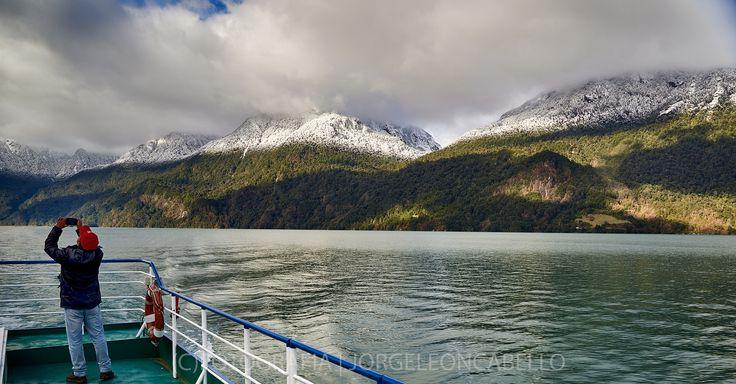 https://flic.kr/p/zaKAoo | Que estara fotografiando? - Lago Todos Los Santos (Patagonia - Chile) |
