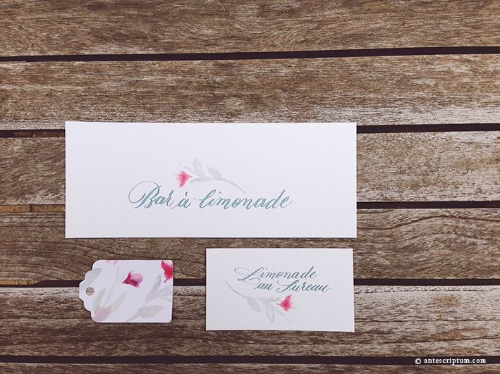 Ensemble de papeterie de mariage. Calligraphie & illustration aquarelle par Ante Scriptum. Invitation 3 cartons & enveloppe doublée personnalisée.  Adressage. Nominettes. Set of wedding stationery. Calligraphy & watercolour illustration by Ante Scriptum. Invite 3 cards & personalized lined envelope. Addressing. Name cards. http://www.antescriptum.com