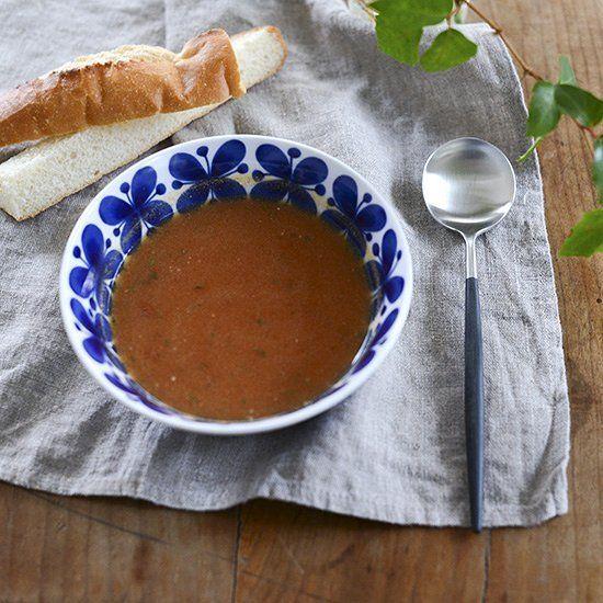 今朝のニュースで三寒四温というフレーズが耳に飛び込んできました寒さと暖かさが行きつ戻りつの日が続くようですここのところ暖かかったからこのまま春になるのだろうとすっかり油断していましたスープを飲んでしっかり体をあたためたいと思いました #北欧暮らしの道具店#あさごはん#朝ごはん#朝食#朝#あさ#朝時間#パン#ロールストランド#モナミ#クチポール#foglinenwork#フォグリネンワーク by hokuoh_kurashi