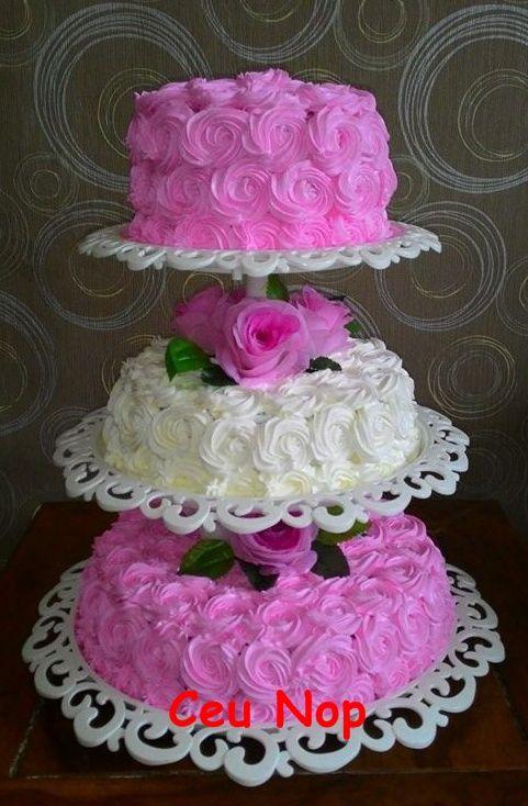 pinky bridecake