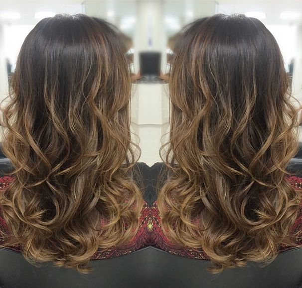 Ombré em tons quentes canella e amêndoa, iluminando todo hair com efeito mais natural.  By @mallonyfarias