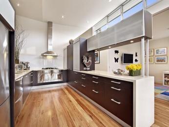 Country u-shaped kitchen design using floorboards - Kitchen Photo 205306