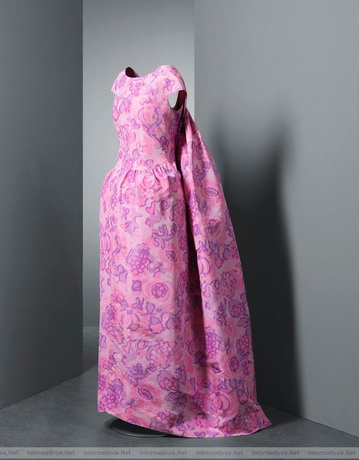 Vestido diseñador por Cristóbal Balenciaga en 1961 - Inspirado en el cuadro de Santa Casilda de Zurbarán.